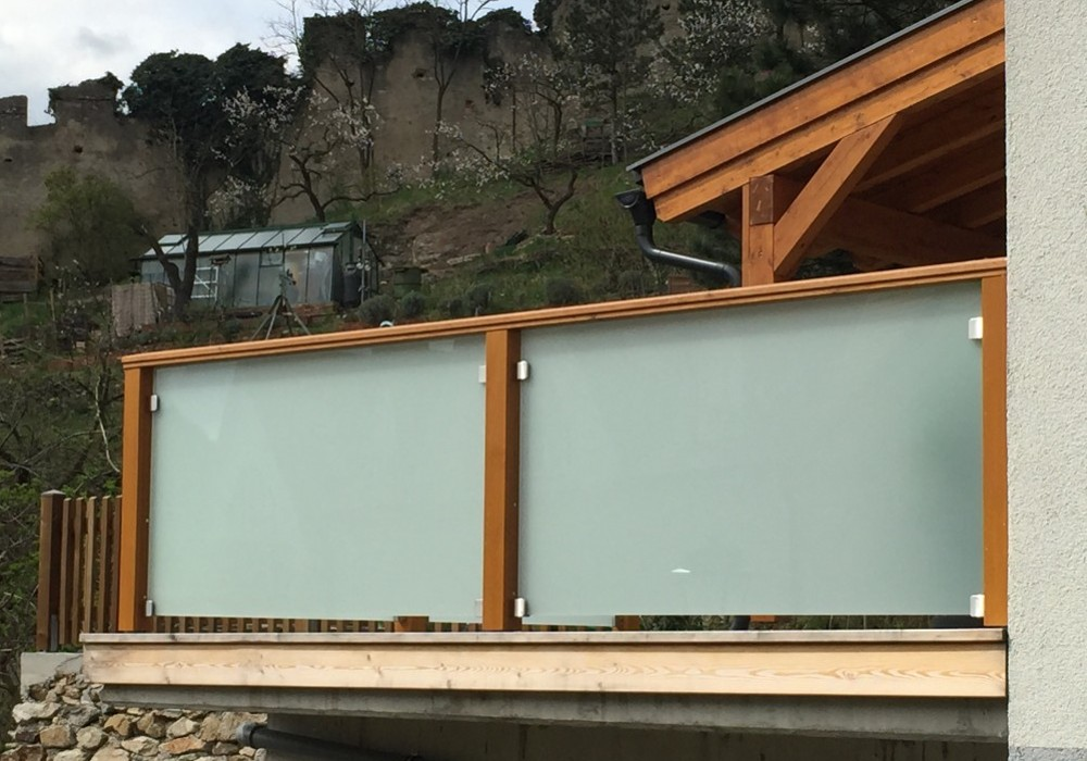 terrassengel nder balkongel nder balkongel nder aus l rchenholz. Black Bedroom Furniture Sets. Home Design Ideas