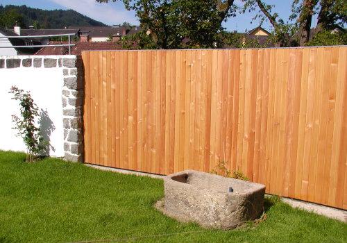Pin Sichtschutz Holzelemente Und Steinmauer Als
